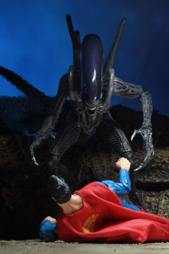NECA - 2019 Convention Exclusives - Superman vs Alien 2-Pack - 08