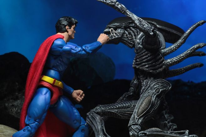 NECA - 2019 Convention Exclusives - Superman vs Alien 2-Pack - 11