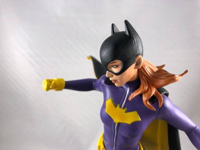 diamond-select-toys-comic-gallery-batgirl-12