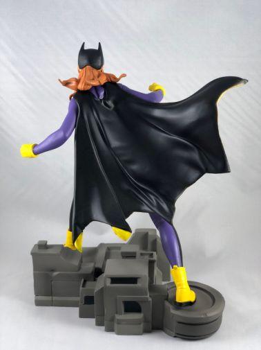 diamond-select-toys-comic-gallery-batgirl-3