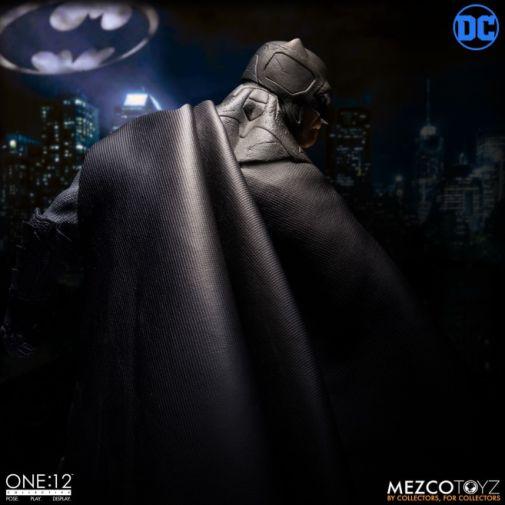 Mezco Toyz - Batman Supreme Knight - 01