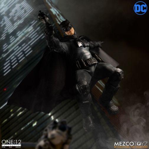 Mezco Toyz - Batman Supreme Knight - 03