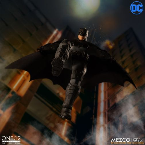 Mezco Toyz - Batman Supreme Knight - 05