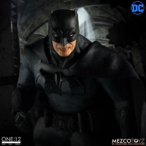 Mezco Toyz - Batman Supreme Knight - 07