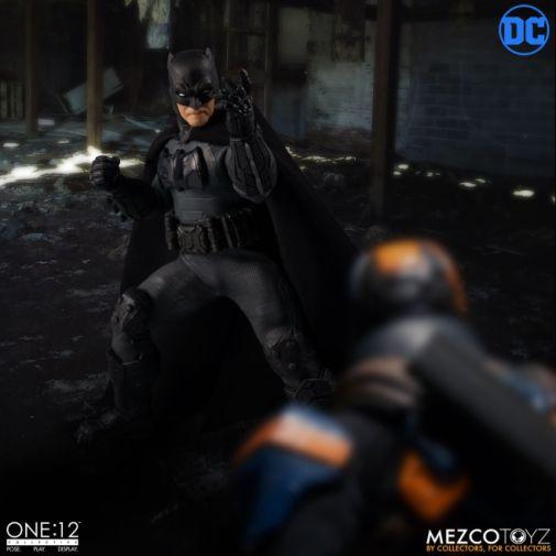 Mezco Toyz - Batman Supreme Knight - 09