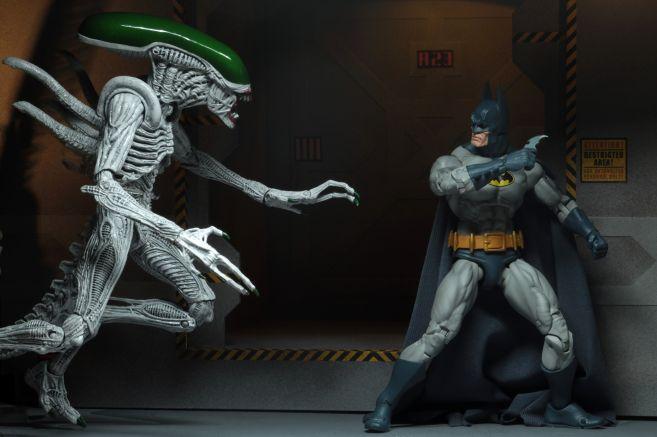 NECA - 2019 Convention Exclusives - Batman vs Alien 2-Pack - 12