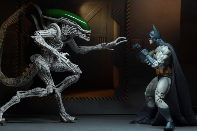 NECA - 2019 Convention Exclusives - Batman vs Alien 2-Pack - 14