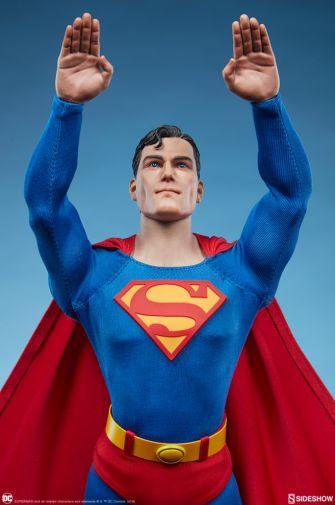 Sideshow - Superman - Sixth Scale Figure - 01