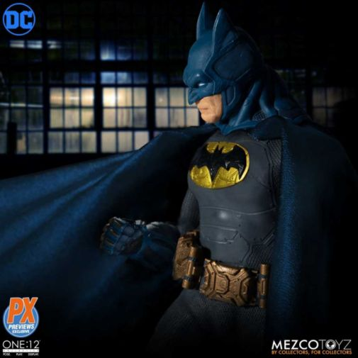 Mezco Toyz - Batman Supreme Knight - Previews Exclusive - 03