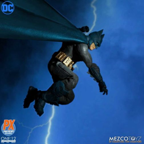 Mezco Toyz - Batman Supreme Knight - Previews Exclusive - 08