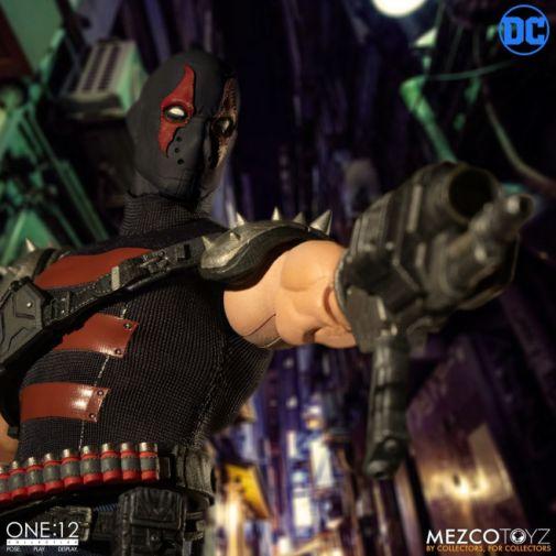 Mezco Toyz - Batman - KGBeast - 09