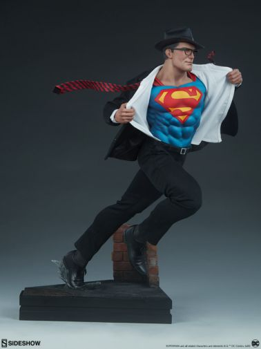 Sideshow - Superman - Call to Action Premium Format Figure - 12