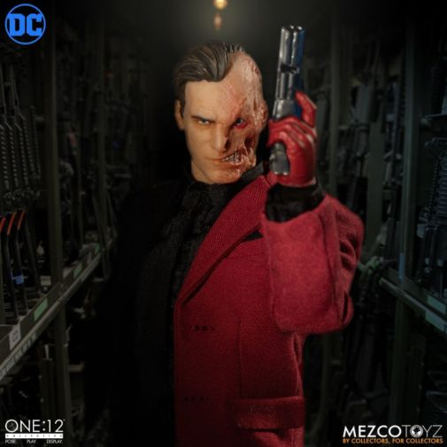 Mezco Toyz - Batman - Two-Face - 04