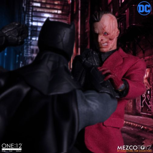 Mezco Toyz - Batman - Two-Face - 07