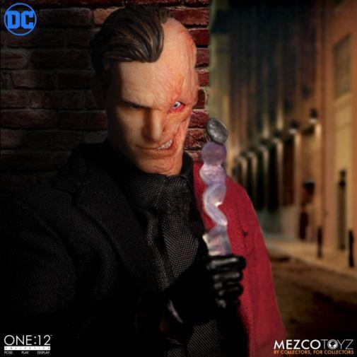 Mezco Toyz - Batman - Two-Face - 09