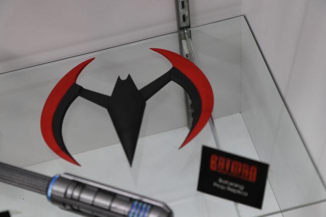 NECA - DC - Prop Replicas - Batman Beyong - Batarang - 01