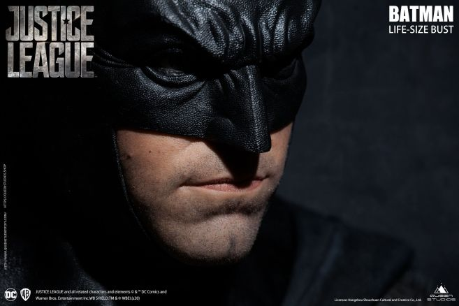 Queen Studios - Justice League - Batman - Life-Size Bust - 11