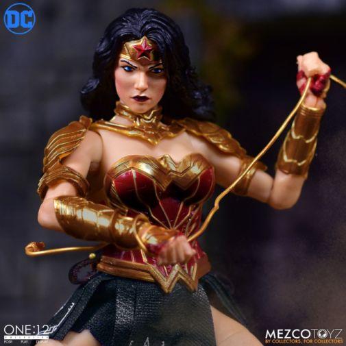 Mezco Toyz - Wonder Woman - 05