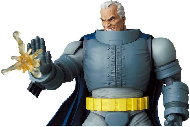Medicom - MAFEX - The Dark Knight - Armored Batman - 09