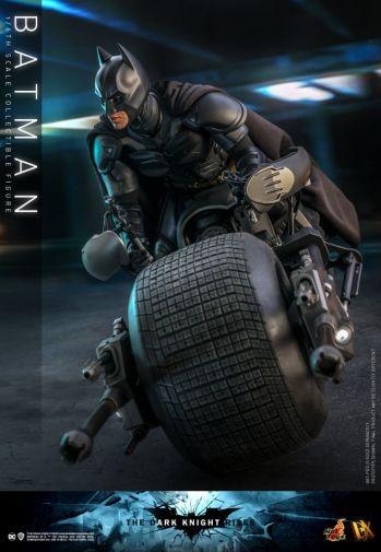 Hot Toys - The Dark Knight Rises - Batman - 04