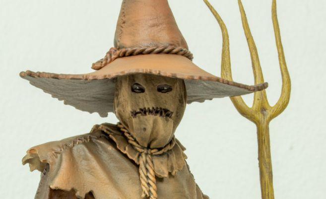 diamond-select-scarecrow-feature