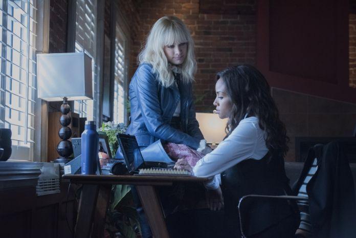 Batwoman Season 2, Episode 4 - Alice/Rachel Skarsten & Sophie Moore/Meagan Tandy