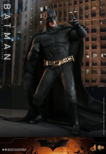 Hot Toys - Batman Begins - Batman and Batmobile - 08