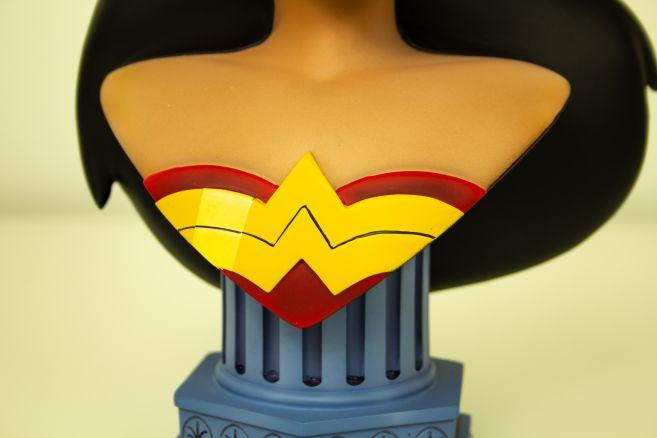 Wonder-Woman-Bust-Diamond-Select-6