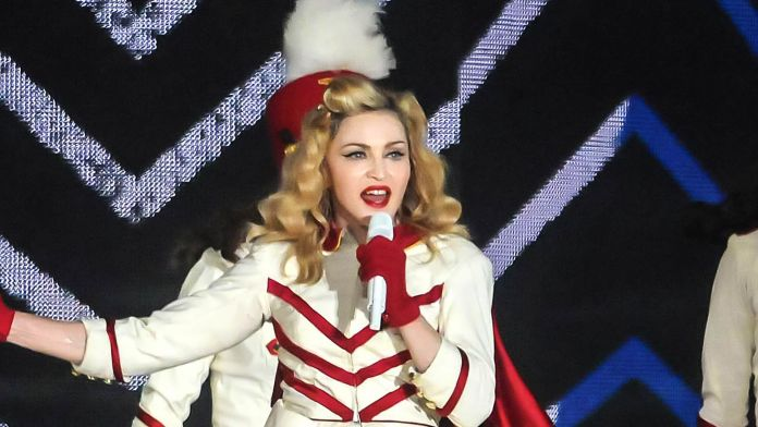 Shutterstock - Madonna - A PAES