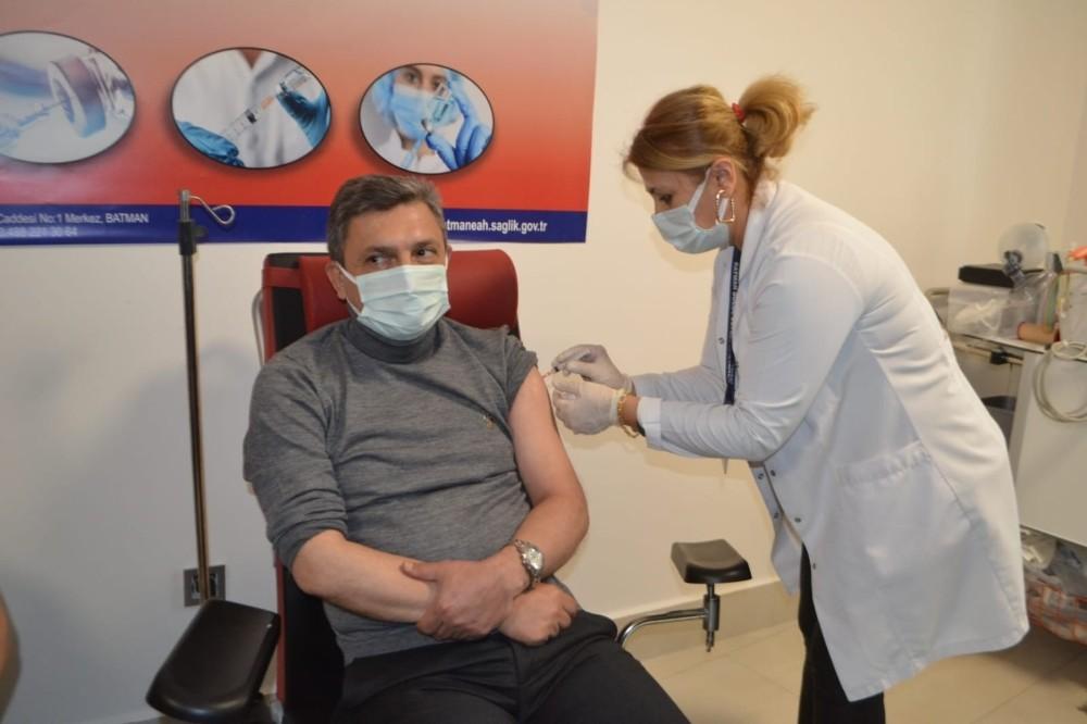 Batman Valisi Hulusi Şahin korona virüs aşısı oldu