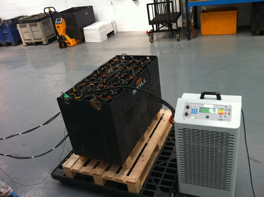 Descarga de la batería y medida de parámetros en funcionamiento