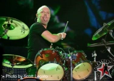 Lars Ulrich à la batterie