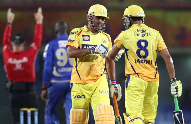 Dhoni kept his cool in another tense chase
