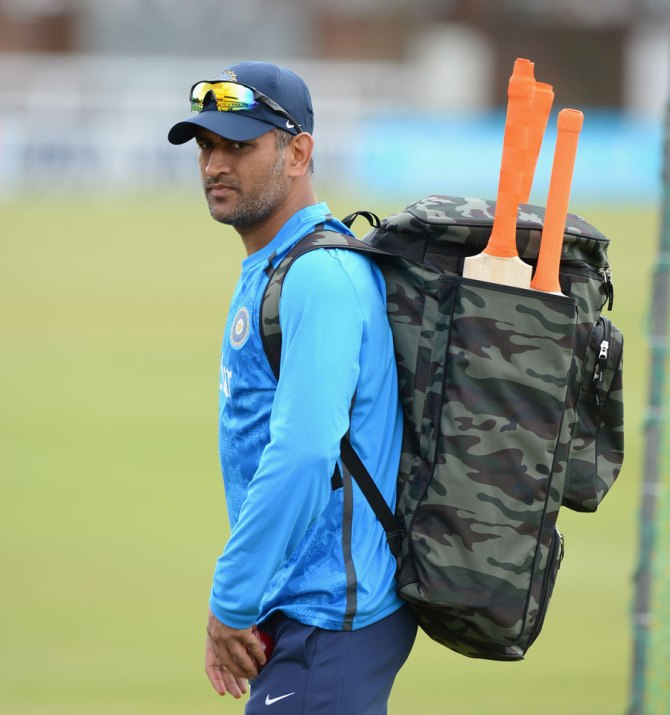 """""""If Dhoni loses this Test series, there will be serious questions"""""""
