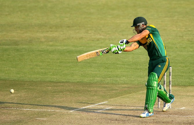 Du Plessis' sublime form with the bat continued