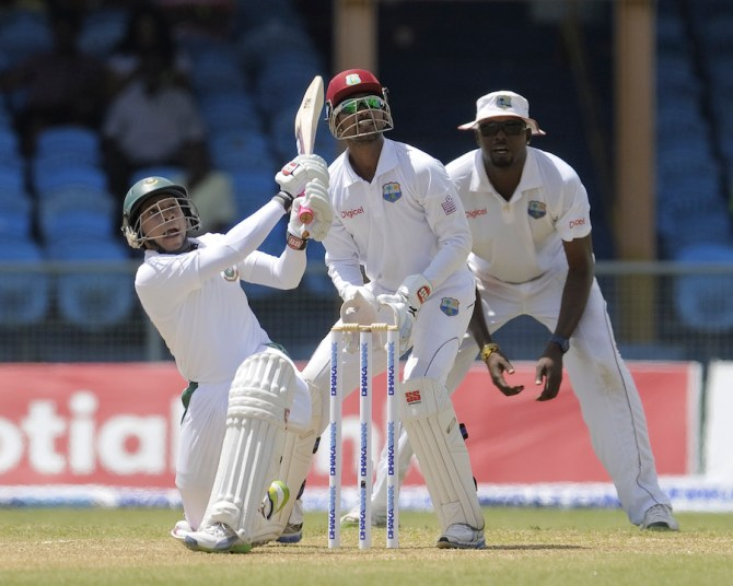 Rahim held Bangladesh's innings together with his unbeaten knock of 70