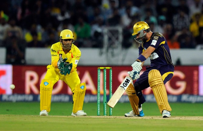 Ten Doeschate struck three boundaries and two sixes during his unbeaten innings of 51