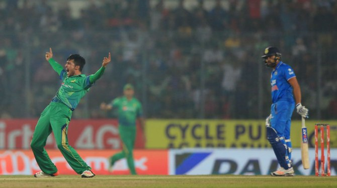 Amir left India in all sorts of trouble right at the beginning of their innings