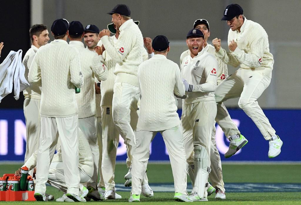 Lyon, Starc screamers leave England reeling