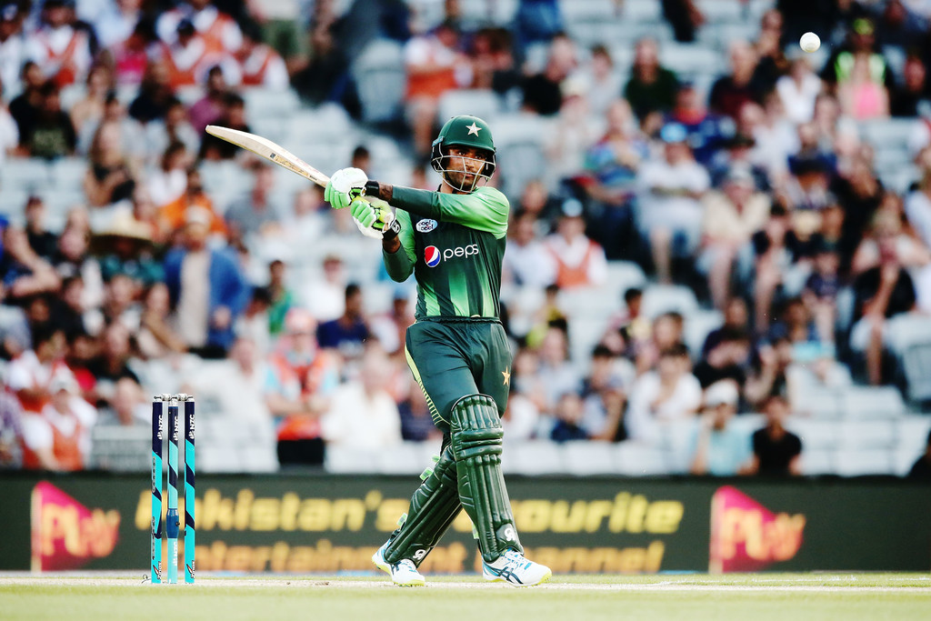 Pakistan crush Kiwis in 2nd T20