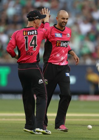 Nathan Lyon three wickets Sydney Sixers Melbourne Stars BBL cricket