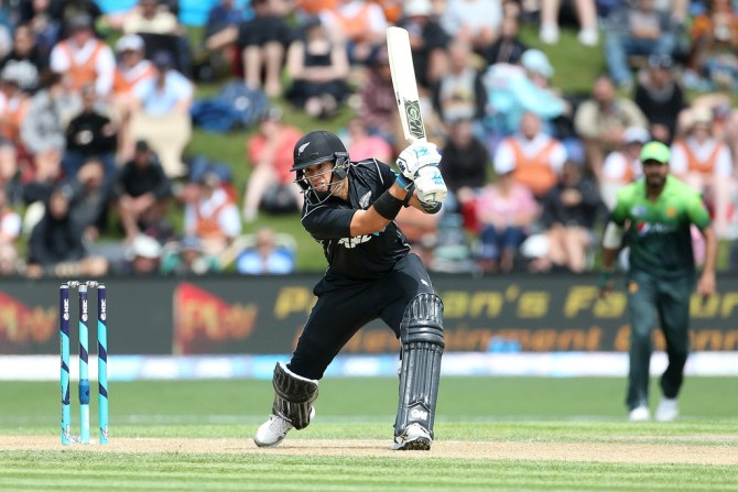 Ross Taylor half-century New Zealand Pakistan ODI cricket