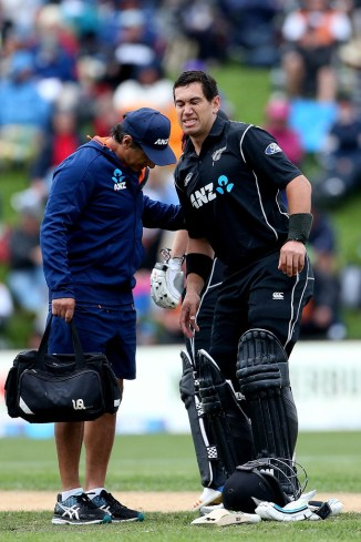 Mike Hesson confident Ross Taylor fit first Test England thigh injury New Zealand cricket