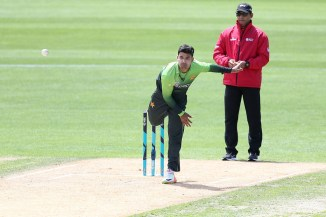 Mushtaq Ahmed Shadab Khan initially batsman Yasir Shah don't know how bowl around wicket Pakistan cricket