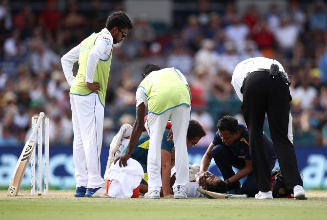 Dimuth Karunaratne cleared bat after being discharged from hospital and passing concussion test Australia Sri Lanka 2nd Test Canberra cricket