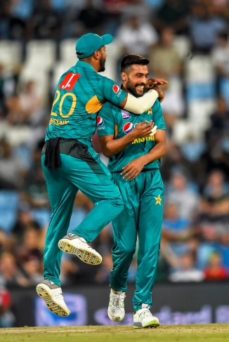 Azhar Mahmood Mohammad Amir needs to improve his fitness in order to start becoming a lethal bowler again Pakistan cricket
