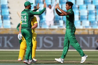Waqar Younis has advised Mohammad Hasnain not to lose his pace during the World Cup Pakistan cricket