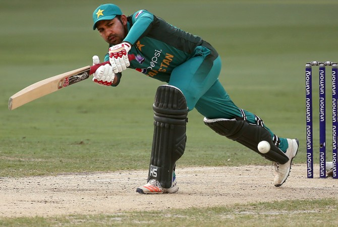 Moin Khan Sarfraz Ahmed should come in to bat according to the team's requirement during the World Cup Pakistan cricket