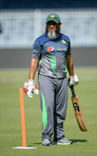 Mushtaq Ahmed believes Junaid Khan can be the leader of Pakistan's pace attack at the World Cup cricket