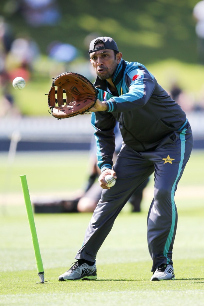 Azhar Mahmood believes Pakistan can bowl England out for under 300 in their World Cup clash cricket